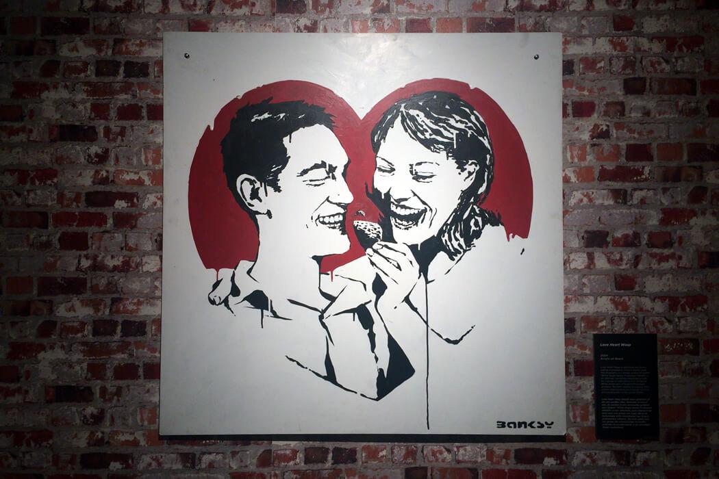 Banksy 'Love Heart-wasp' キャンバス作品