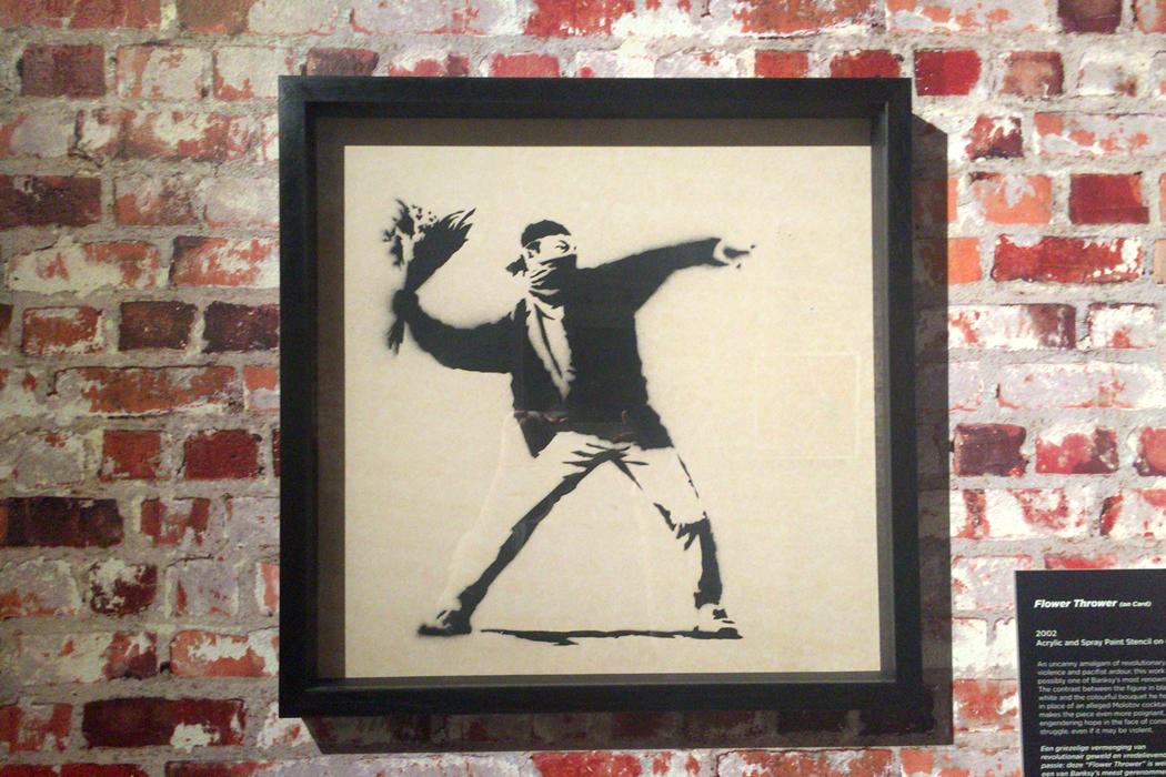 Banksy 'Flower Tthrower -2002' 額装したキャンバス作品