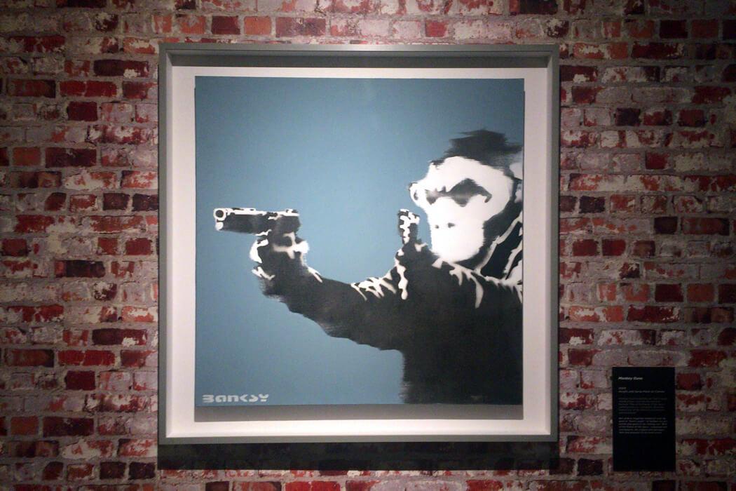 banksy-monkey-guns