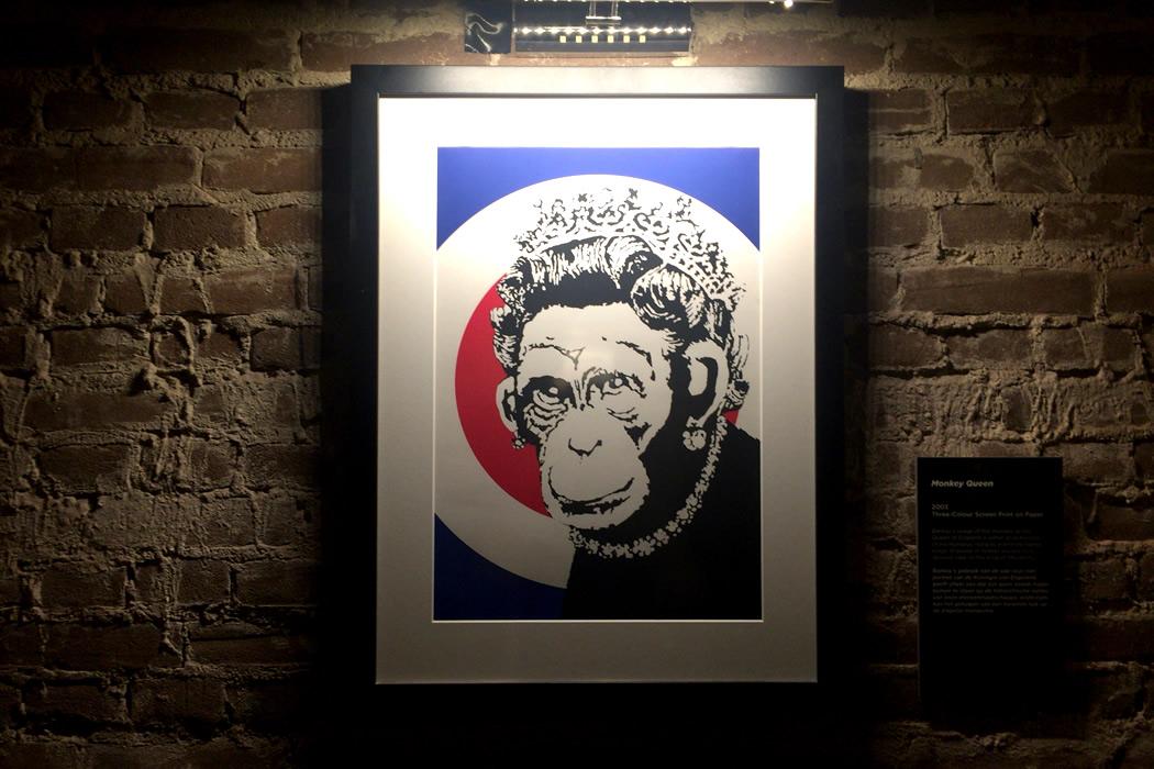 banksy-monkey-queen