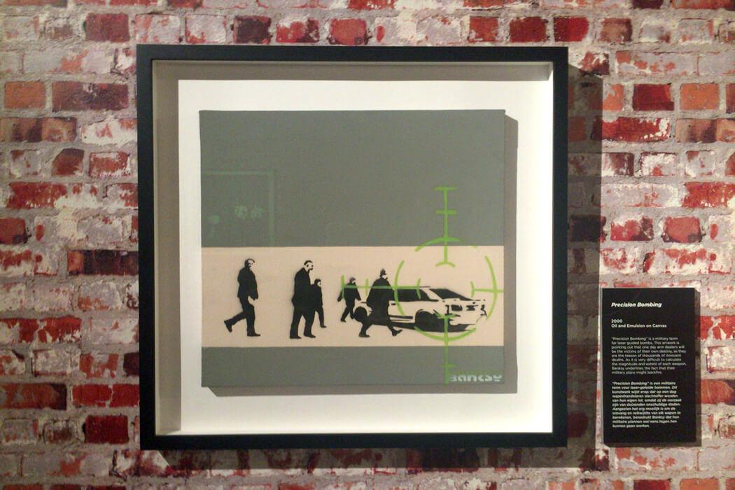 Banksy 'Precision Bbombing' 額装したキャンバス作品