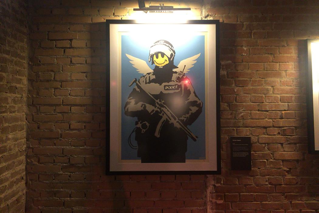 Banksy(バンクシー)Flying Copper アムステルダム